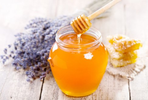 Що означає біла піна в банці меду?